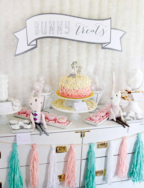 bunny-themed-dessert-table
