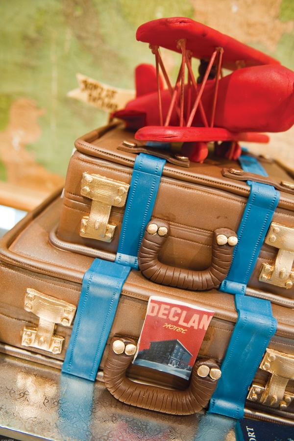 suitcase-plane-cake