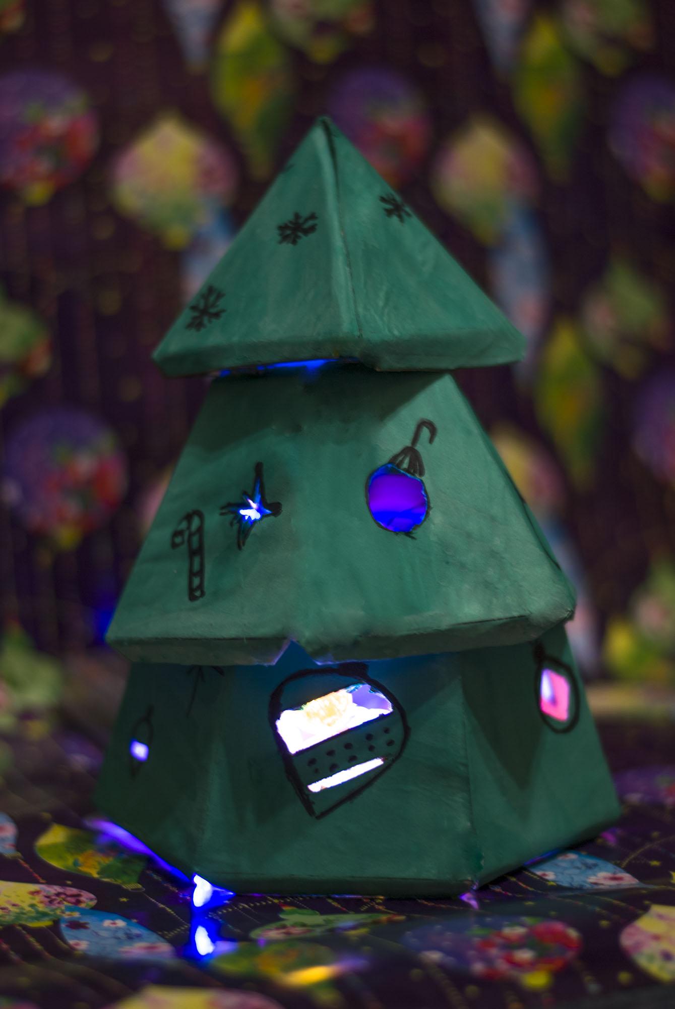 Светящаяся елочка-пирамидка