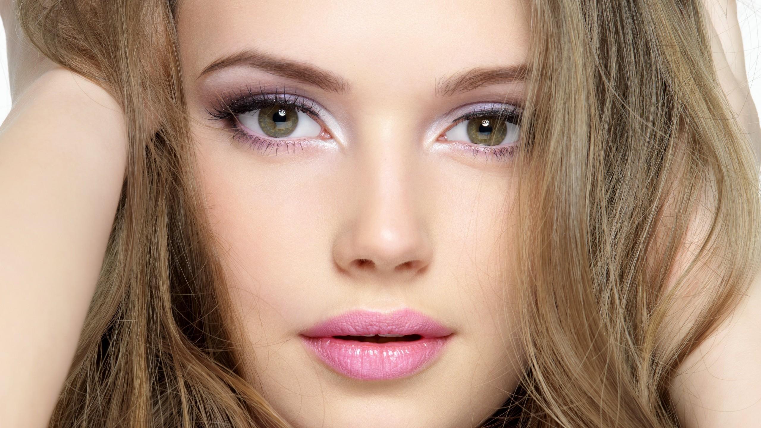 Шик, блеск, красота: главные нюансы роскошного летнего макияжа