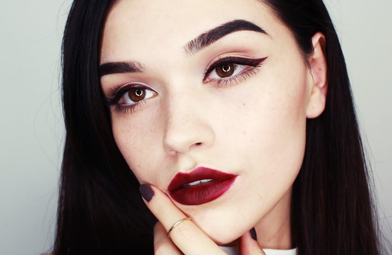 Топ-5 фатальных женских ошибок в макияже по мнению профессиональных визажистов