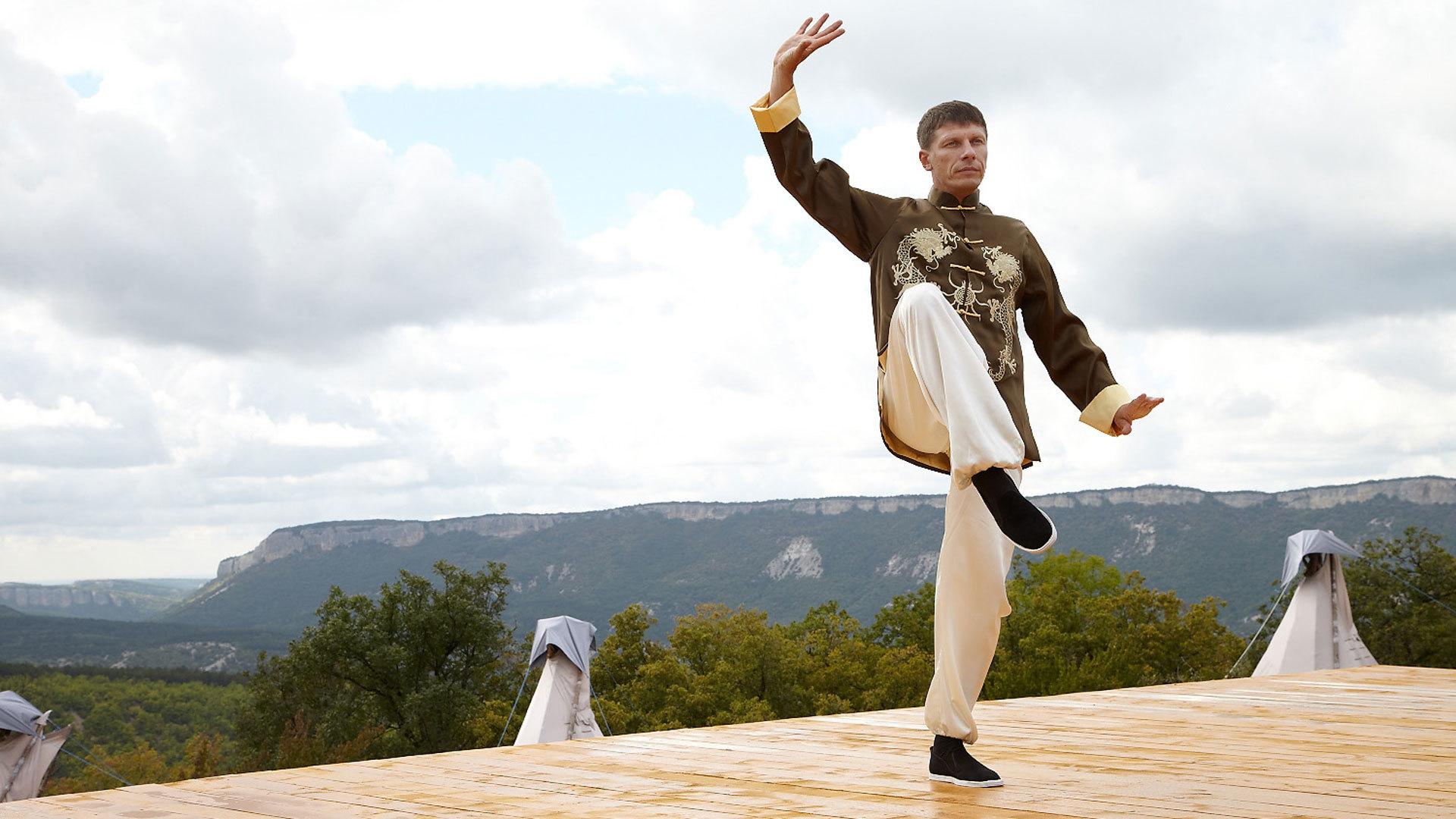Осваиваем древнюю гимнастику для тела, о которой ходят легенды