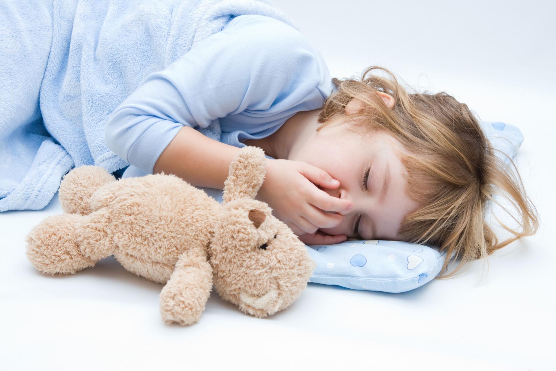 По каким симптомам можно быстро распознать пищевое отравление у ребенка