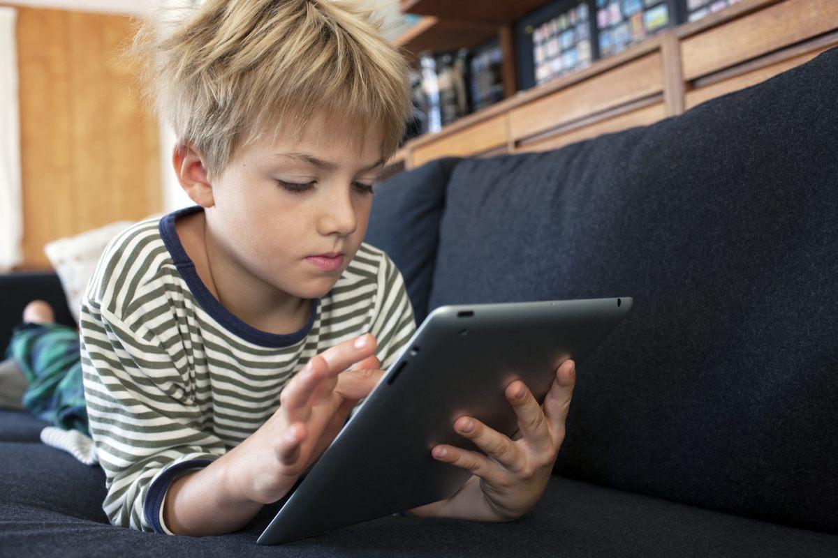 Почему все же не стоит полностью изолировать ребенка от современных гаджетов?